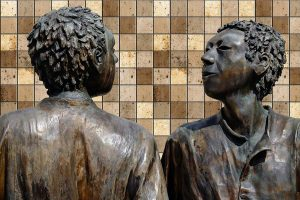 Statue of two people conversing.
